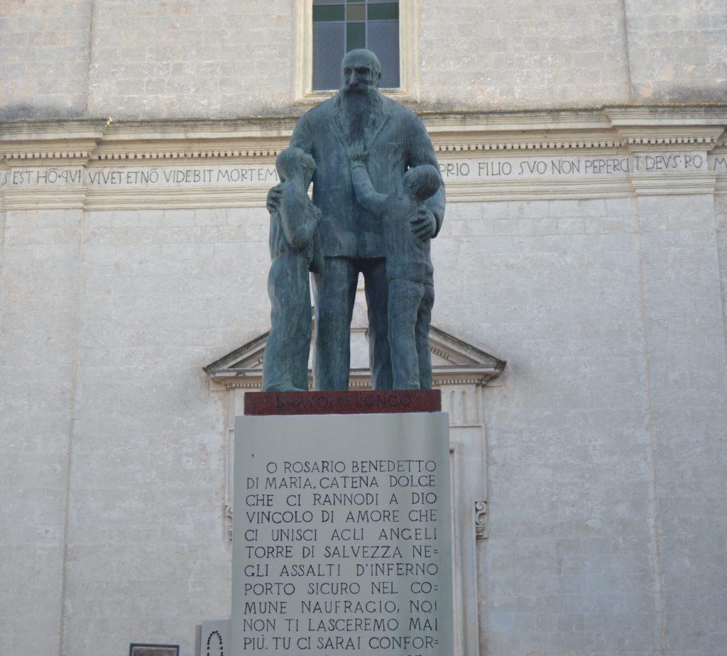 Monumento Beato Barto Longo
